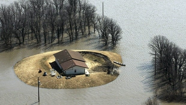 A house north of Morris, Man., is isolated by flood water on April 14, 2009. Areas north and south of Winnipeg saw high water levels that spring.