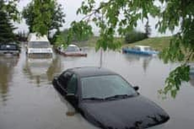 lethbridge-flooded-cars
