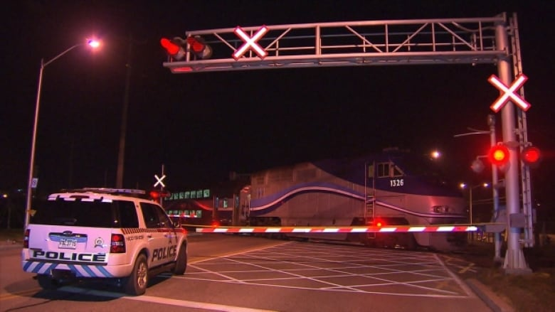Pedestrian killed by AMT train in St-Jérôme   CBC News