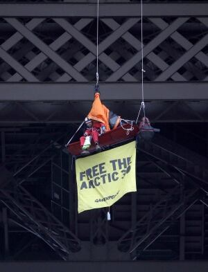France Russia Greenpeace