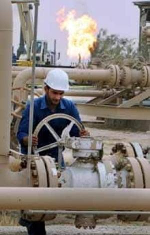iraq-oil-worker_cp_11257783