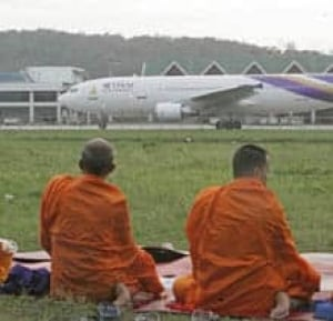 thai-monks-airp-cp-3602961
