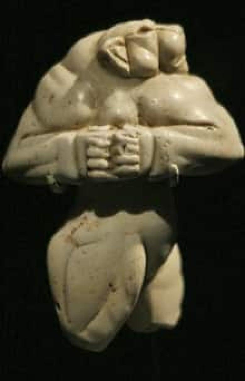 Relieve asirio: los ortostatos | Ancient art, Art history, Art |Wounded Lioness Mesopotamia Ancient Art