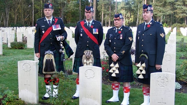 Pipe Major Scott Balinson, Warrant Officer Jeremy Clark, Master Corporal Justin Chaston and Master Corporal Aaron Pidzamecky from the Argyll of Canada regiment in Hamilton travelled to Sussex, Englad to lay a wreath at fallen soldier John Rennie's grave.