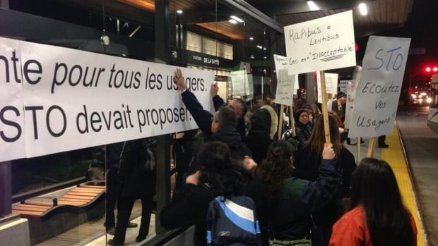 Commuters in Gatineau woke up bright and early to protest the new Rapibus system at a station on Boulevard de la Gappe.