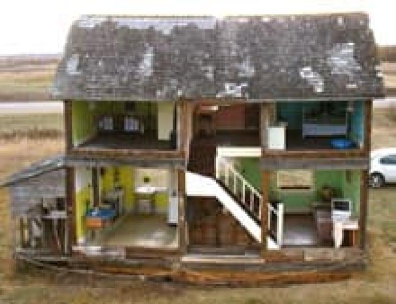 Abandoned Farmhouse Becomes Life Sized Dollhouse Cbc News