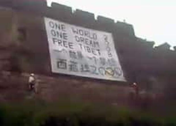 bc-070807-tibet-sign