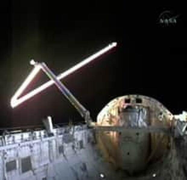 shuttle-arm-debris_cp_10779244