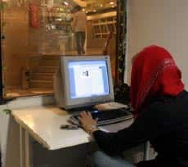 iran-internet-cp-105244