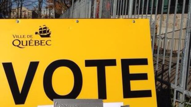 A sign in Quebec City pointing voters to the nearest polling station.