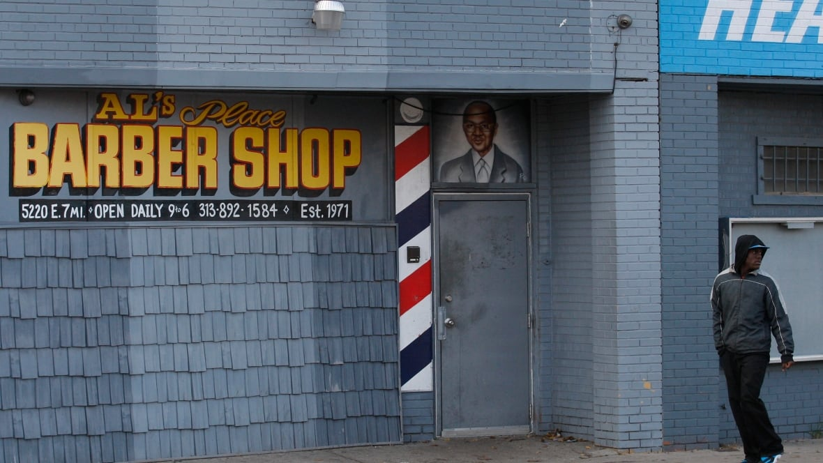 Convicted felon arrested in Detroit barbershop shooting - World - CBC ...
