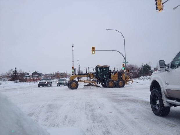 saskatoon snow grader