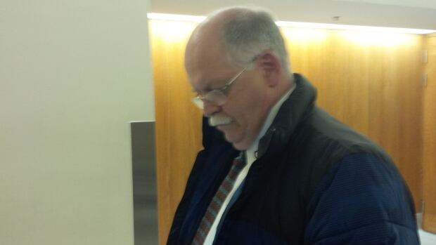 Elections Canada investigator Allan Mathews leaves an Ottawa courtroom on Wednesday, Nov. 13, 2013, after being cross-examined by a lawyer representing media outlets. Mathews said Conservative Party lawyer Arthur Hamilton directed him to three witnesses in the agency's robocalls probe.