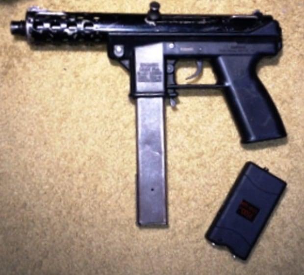 Tec 9 submachine gun found in Mississauga residence