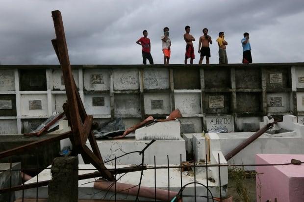 typhoon-haiyan-philippines-bodies