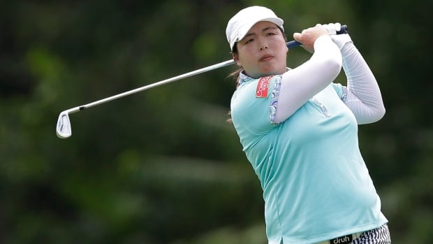 China's Shanshan Feng played mistake-free Sunday to win the LPGA Titleholders by one shot.