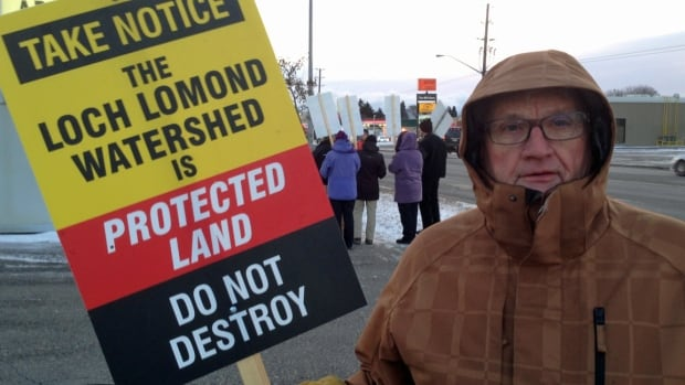 John Beals was one of about 30 people gathered outside the Victoria Inn in Thunder Bay Tuesday to protest a plan to build wind turbines on the Nor'Wester Mountains.
