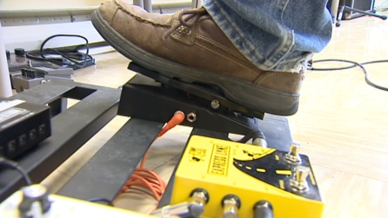 Guitar Pedals Sydney : the pedal eliminates the need for turning dials or pushing on and off buttons cbc ~ Vivirlamusica.com Haus und Dekorationen