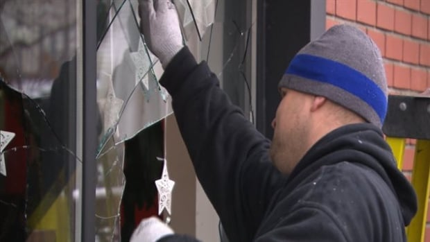 A business in Hochelaga-Maisonneuve was attacked last week. Vandals threw a brick through the window and left a threatening note.