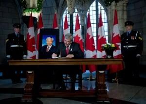 Stephen Harper signs Mandela condolence book