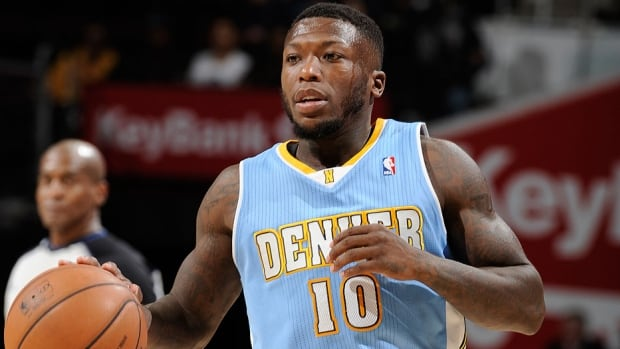 The NBA has fined Nuggets guard Nate Robinson $25,000 US for criticizing the officials following Denver's 97-95 victory over the Knicks last week.