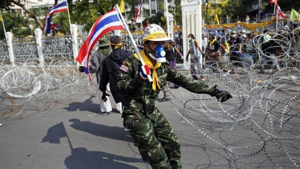 Protesters outside the gates of Prime Minister's Yingluck Shinawatra's office compound cut off water and electricity and demanded that police leave.