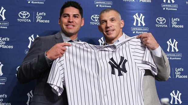 Jacoby Ellsbury, left, and New York Yankees manager Joe Girardi hold Ellsbury's jersey during a news conference announcing his signing last week in New York.