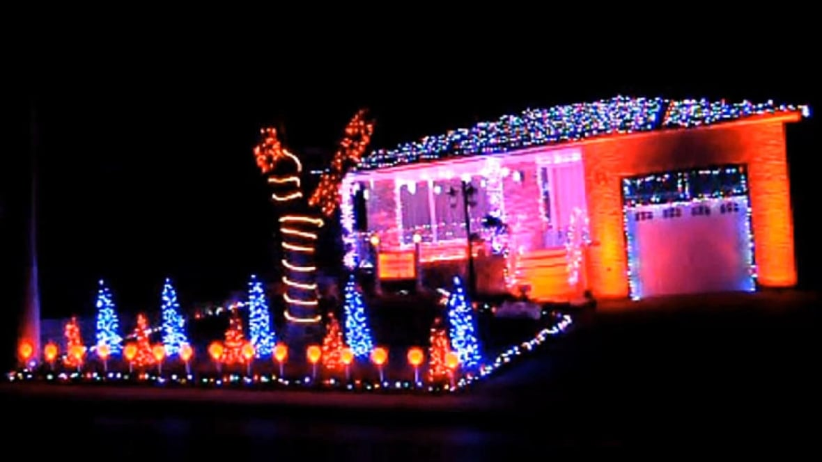 8,000 Christmas lights and a soundtrack at this Hamilton house ...