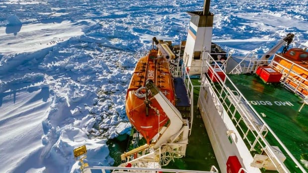 The rescue of icebound Russian ship MV Akademik Shokalskiy faced a setback on Saturday after a Chinese icebreaker was forced to turn back due to thick ice. The research ship, with 74 scientists, tourists and crew on board, has been trapped in Antarctic ice since Christmas Eve.