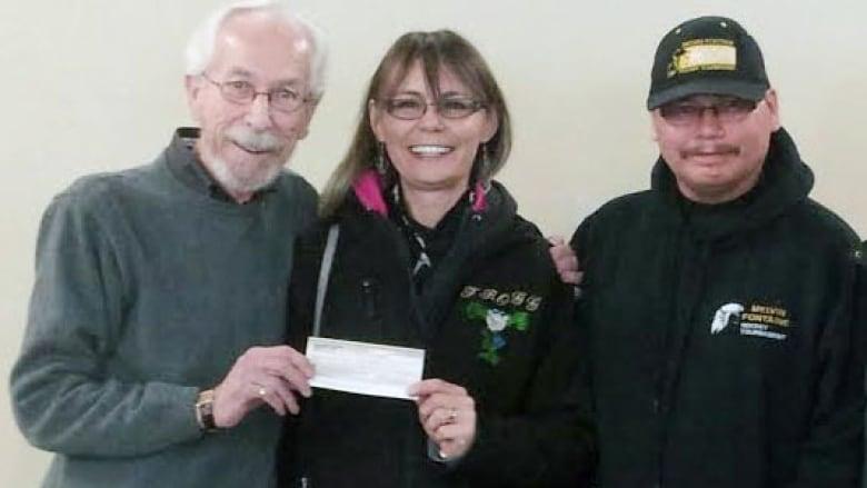Lottery winners help out Manitoba charities | CBC News