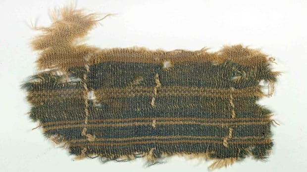 A nearly 2,000-year old textile that appears to contain a mysterious blue colour described in the Bible has been found by an Israeli researcher. Researchers and rabbis have long searched for the enigmatic colour, called tekhelet in Hebrew.