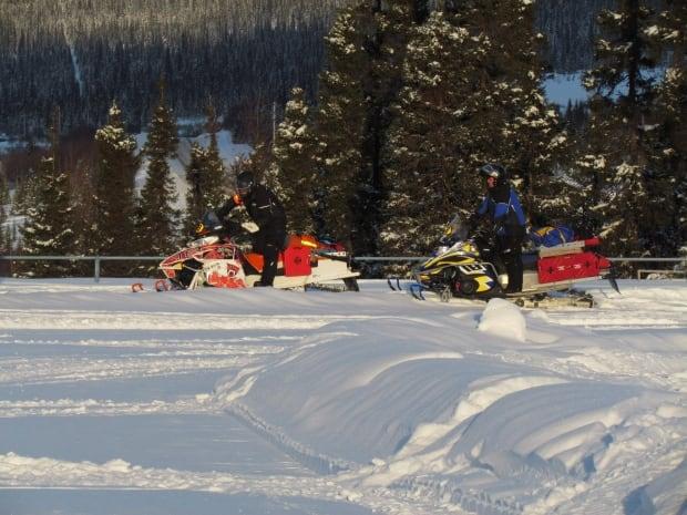TRAVEL Log Snowmobile Race 20131230