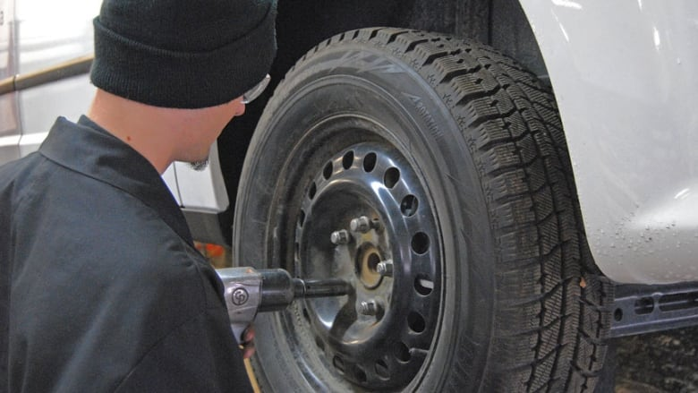 Winter Tires Quebec >> Quebec Winter Tires Mandatory As Of Dec 15 Cbc News