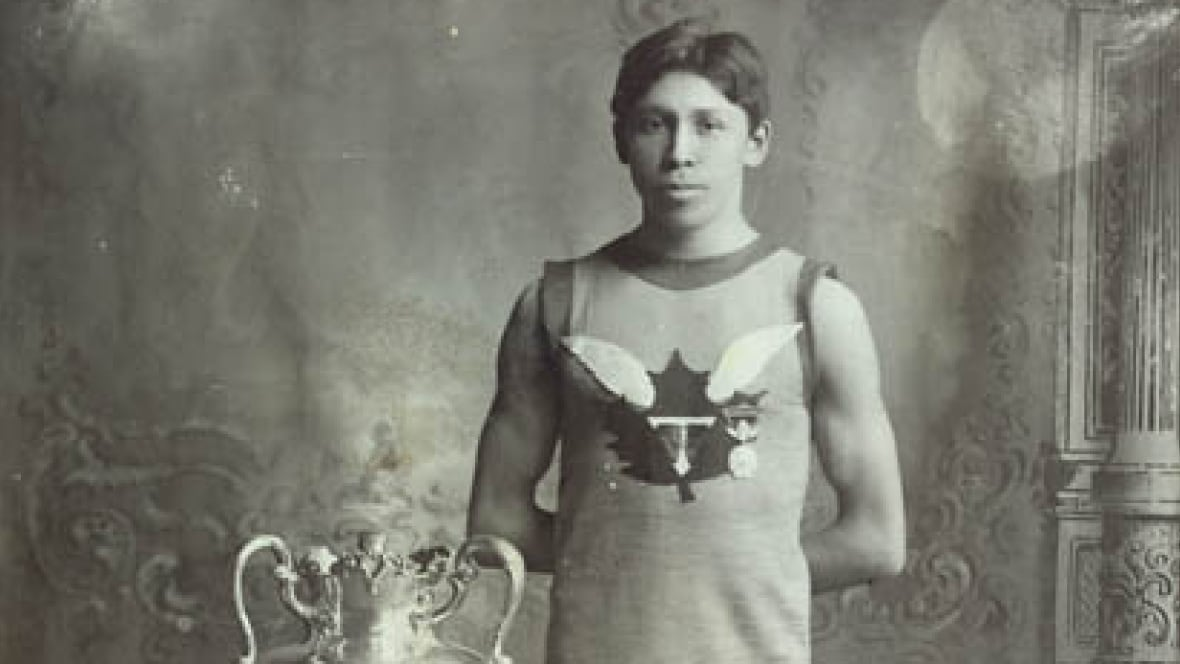 the life and career of tom longboat as a marathon runner Longboat's career was then in the hands of trainer tom flanagan that same year, thomas longboat took first place in three 15-mile marathons on ward's island in toronto his career really took off in 1907 when he won the boston marathon.