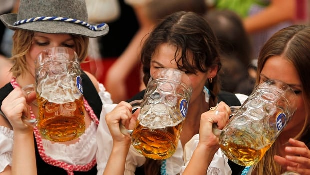 Five German breweries have been fined for fixing prices between 2006 and 2008.