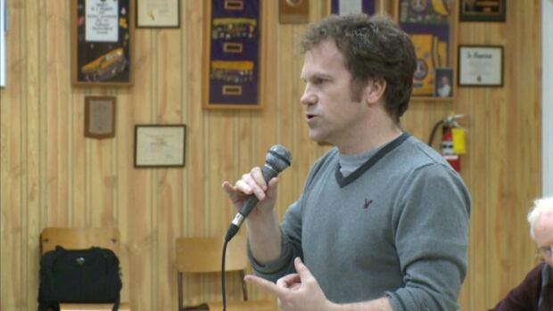 Scott Simms at Twillingate meeting