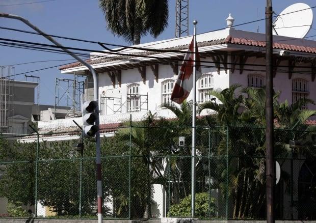 Crumbling Embassy 20091101