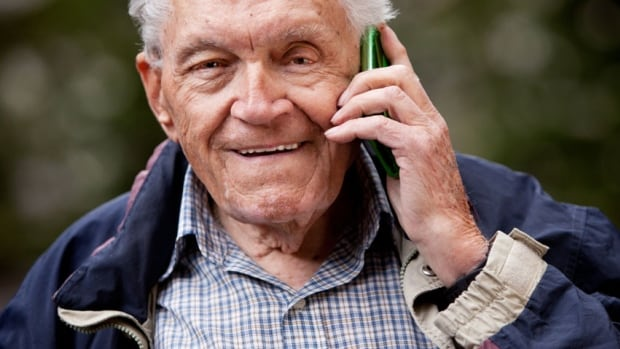 Although many Canadian seniors use cellphones, a new poll shows that few have migrated over to smartphones.