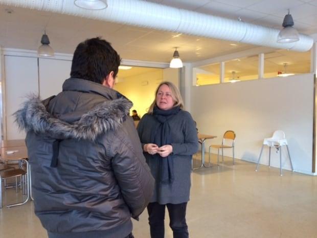 Margaret Evans interviewing Syrian refugee