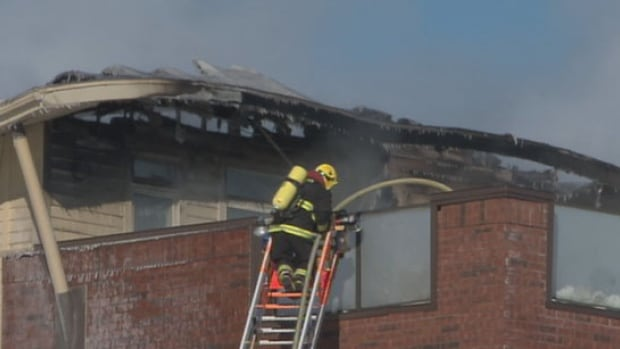 A fire broke out on a roof of a retirement home building under construction in Beaupré, Que. No one was injured.