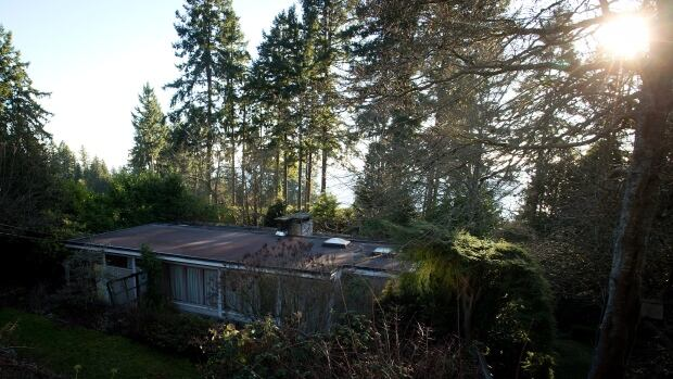 Bertram Binning, a painter and prolific sketcher described as one of the country's most important post-war artists, built a simple flat-roofed bungalow in  West Vancouver in 1941. In 1998, it was designated a National Historic Site.