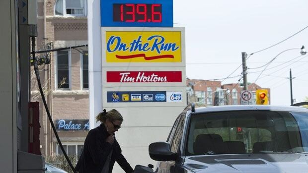 Philippe St-Pierre of CAA-Quebec said that Quebecers should have seen better prices at the pump last year considering the cost of crude oil remained more or less the same.