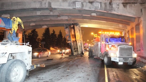 A dump truck bucket got lodged under a bridge on Highway 401 in Mississauga early Friday.