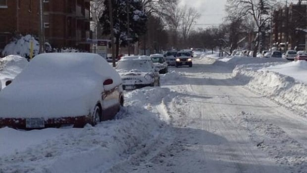 Environment Canada warns Windsor could see up to 10 cm of snow by Tuesday morning.