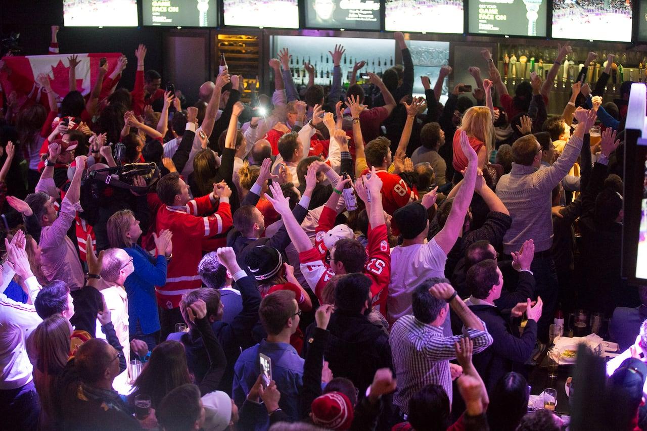 Edmonton bars prepare for gold-medal crowds | CBC News