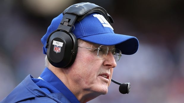 Tom Coughlin, the Giants' two-time Super Bowl-winning coach, has signed a contract extension through 2015. He had wanted to get the deal done earlier, but it was delayed while Coughlin reshaped his offensive staff.