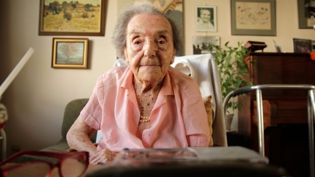 Alice Herz-Sommer, a Holocaust survivor who is the subject of the Oscar-nominated documentary The Lady in Number 6: Music Saved My Life,  has died at the age of 110. (Kieran Crilly/Canadian Press)