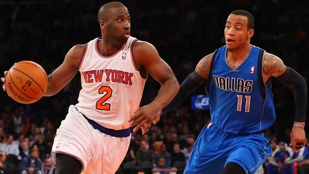 Raymond Felton (2) of the Knicks dribbles by Monta Ellis in Monday's 110-108 loss to the Mavericks at Madison Square Garden.