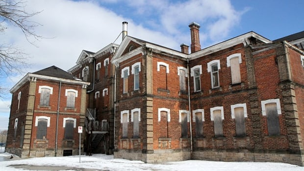 Hamilton developer Steve Kulakowsky wants to turn the Century Manor into student housing for Mohawk College students.