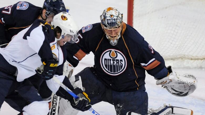 c94d2624c Dwayne Roloson helped lead the Edmonton Oilers to the 2006 Stanley Cup  final